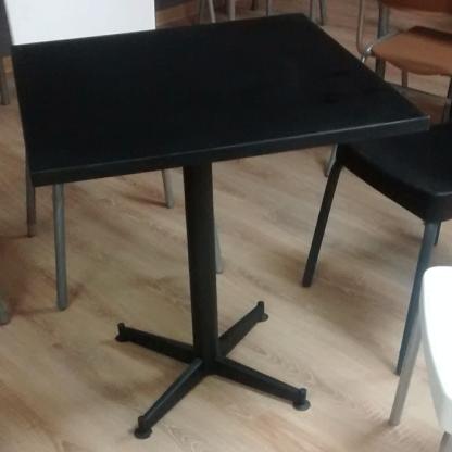 mesa columna cuadrada laminas negra